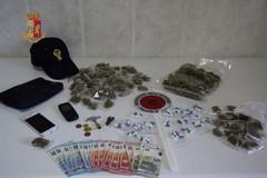 La Polizia setaccia i luoghi della movida di Barletta, in manette un pusher