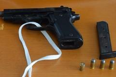 Scende in strada e spara colpi di pistola, accade a Barletta