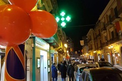 Palloncini rossi in città, quale mistero si nasconde?