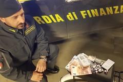 Spacciava cocaina al Castello di Barletta in sella a una bici elettrica