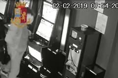 Perde alle slot e minaccia i gestori per ottenere 1000 euro, arrestato un 34enne di Barletta