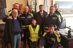 Dopo il terribile incidente, l'abbraccio del sindaco e della polizia di Barletta a Gianluigi