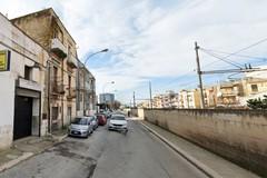 Crolla solaio di una palazzina in via Fracanzano: nessun ferito