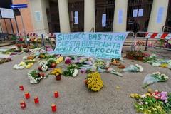 «Apri il cimitero»: fiorai contro il sindaco di Barletta, ma la protesta sfugge di mano