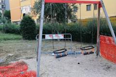 Via Ungaretti, il parco giochi sembra il set di un film horror