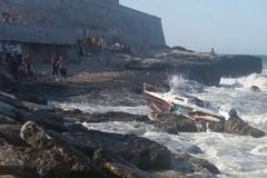 Malore in mare, si salva grazie a due agenti di Barletta e Andria
