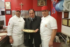 Una targa al merito per Giovanni Cristallo, campione mondiale di pizza