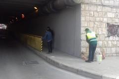 Ringhiera divelta sotto il ponte di via Alvisi, riparata da Bar.S.A.