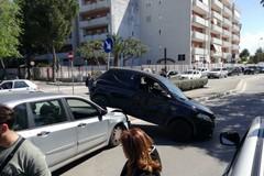 Rocambolesco incidente in via delle Belle Arti, tre feriti