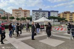 """""""Puglia ti vaccina"""", nonostante le prenotazioni a Barletta code di persone"""