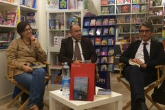 """""""Frammenti di storie semplici"""", il libro scandalo di Roberto Oliveri del Castillo"""