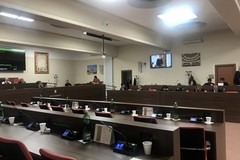Mozione su Bando Bar.s.a, la maggioranza abbandona l'aula consiliare. Scontri e polemiche