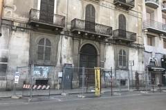 Tutti giù per Palazzo Tresca, una catena umana contro l'abbattimento