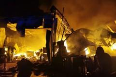 Incendio ad Andria, allerta anche a Barletta: tenere le finestre chiuse