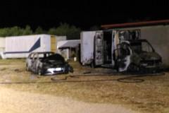 Incendio sulla Andria Barletta, fiamme in un autoparco