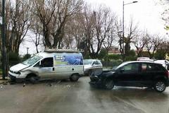 Alta velocità vicino al Castello, si scontrano due auto