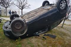 Auto ribaltata in contrada Salinelle a Barletta, ferite due ragazze