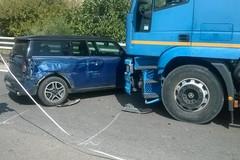 Violento schianto sulla SS16 a Barletta, coinvolto un camion