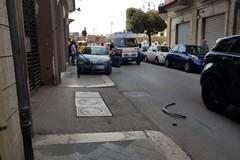 Urto tra due automobili in via Indipendenza, traffico bloccato