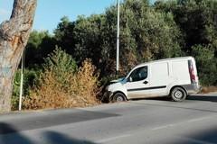 Pericolo in via Trani, collisione tra due furgoni