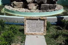 Piazza Plebiscito, l'Ambulatorio popolare di Barletta: «La lapide votiva tornerà al suo posto»