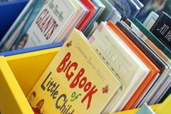 """""""Una notte in biblioteca"""", tra i libri in sacco a pelo alla Loffredo di Barletta"""