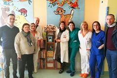 """Leggere per sognare, ecco la """"bibliotechina"""" nel reparto Pediatria di Barletta"""
