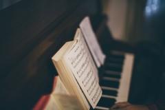 """""""Da Bach a Rach"""" il barlettano Frezza racconta i grandi con disincanto"""