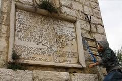 In missione per ripulire il monumento della Disfida