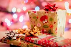 Solidarietà a Natale, l'ANPI Bat dona un libro a chi non può fare regali