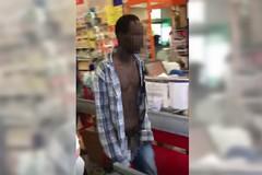 Nudo in un supermercato, il video è virale ma non è accaduto a Barletta