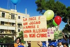 """""""Tutti in marcia per la pace a Barletta"""": il corteo festante che stamane ha colorato la città"""