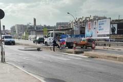 Cade un lampione in via Vittorio Veneto, per fortuna nessun ferito