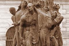 """Il monumento nudo: storia """"oscena"""" dell'amor patrio dimenticato"""