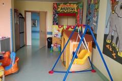 """""""Letture in corsia"""", libri e fantasie nel reparto pediatria di Barletta"""