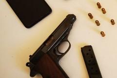 Detenzione di armi e stupefacenti: coniugi arrestati a Barletta