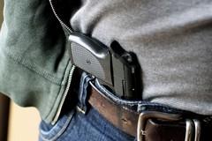 Panico a Barletta, un uomo armato di pistola per le vie del centro
