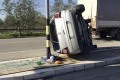 Si ribalta auto su via Trani, ancora un incidente stradale