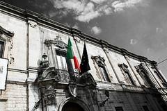 L'Unione Italiana dei Ciechi e degli Ipovedenti protesta all'ombra della prefettura