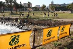 """In spiaggia a raccogliere rifiuti, successo per """"Puliamo il mondo"""" a Barletta"""