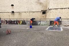 Graffiti al Castello, verranno rimossi «ma resta l'offesa»