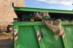 Raccolta della plastica a mare, svuotato il primo cassone di rifiuti a Barletta