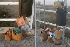 Rifiuti di fast food abbandonati a due passi dal mare di Barletta
