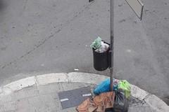 Ancora rifiuti per strada, «quando metteranno le telecamere?»