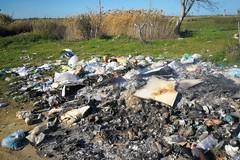 Campagne di Puglia trasformate in discariche