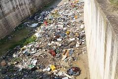 Nelle campagne di Barletta scorre un fiume di rifiuti
