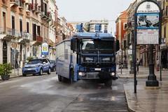 Sanificazione delle strade di Barletta con l'idrante del IV Reparto Mobile di Napoli
