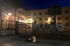 """""""Ascensore bloccato, disabile ostacolato"""": uno striscione all'istituto Garrone"""