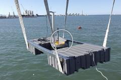 """Installati a Barletta tre cestini galleggianti per """"pulire"""" il mare"""