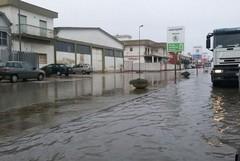 Scende la pioggia, ecco una piscina in via Trani